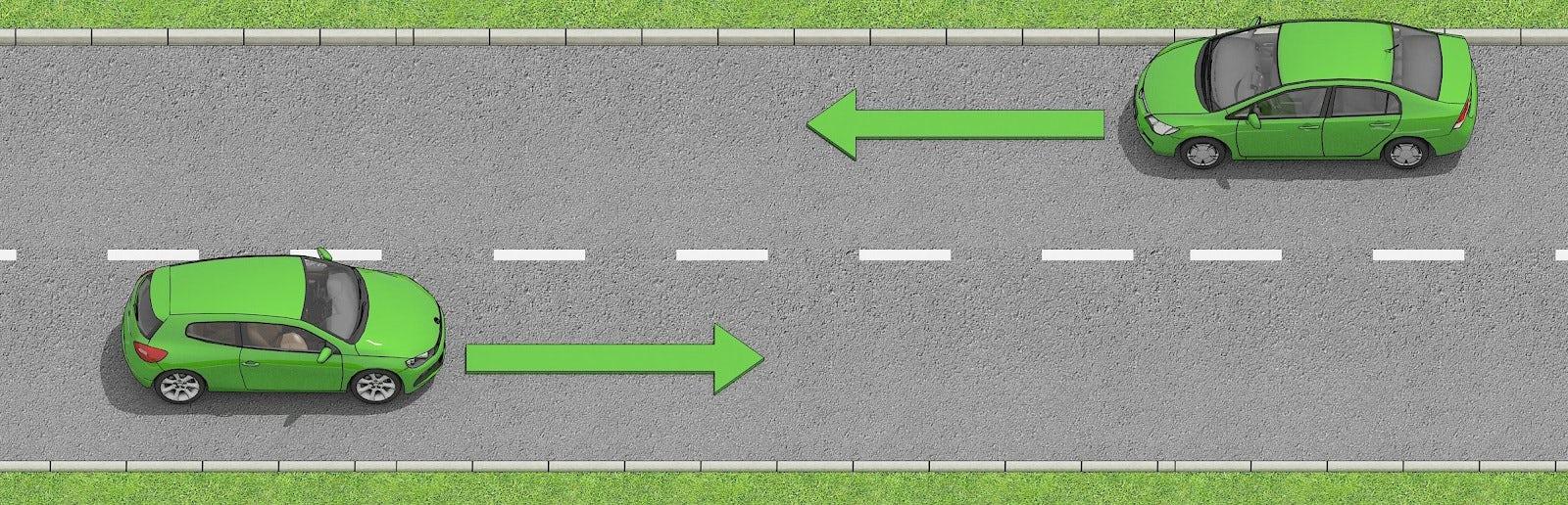 Två bilar möts på en väg där det är en streckad mittlinjer som separerar körfälten.