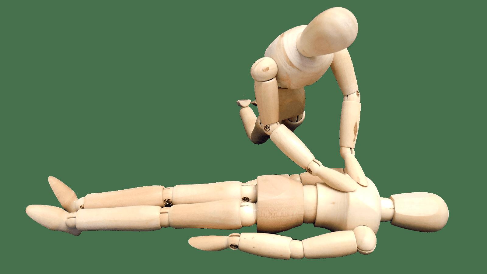 Person utför hjärt och lugnräddning på en liggandes person.