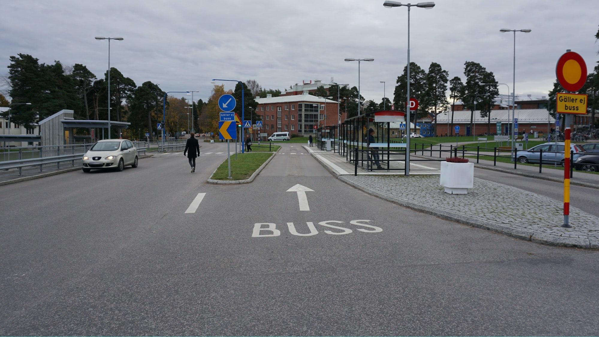 Ett påbjudet körfält för bussar.