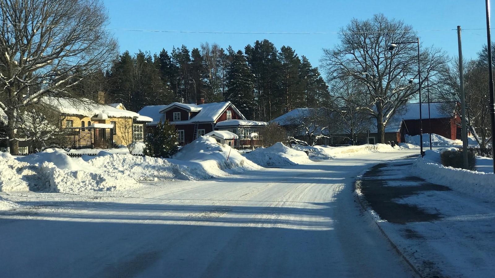 Vinterväglag i tätbebyggt område.